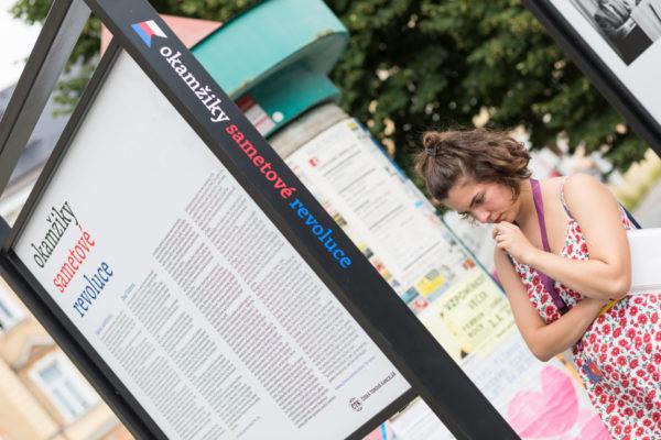 Výstava ČTK Okamžiky sametové revoluce na Letní filmové škole v Uherském Hradišti
